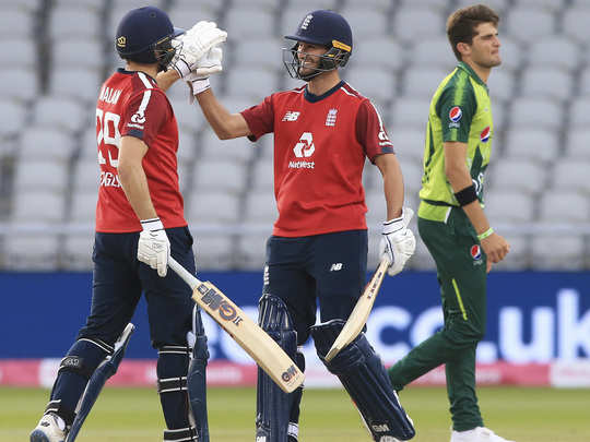 eng vs pak 2nd t20i at manchster highlights and report