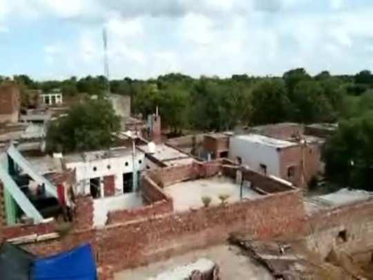 madhya pradesh: dabang occupy crematorium and villager cremate at door in bhind