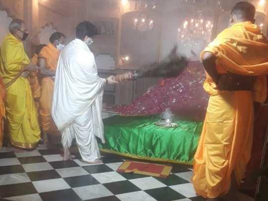 jyotiraditya scindia worshiped at shrine of sufi saint mansoor shah, see the pictures