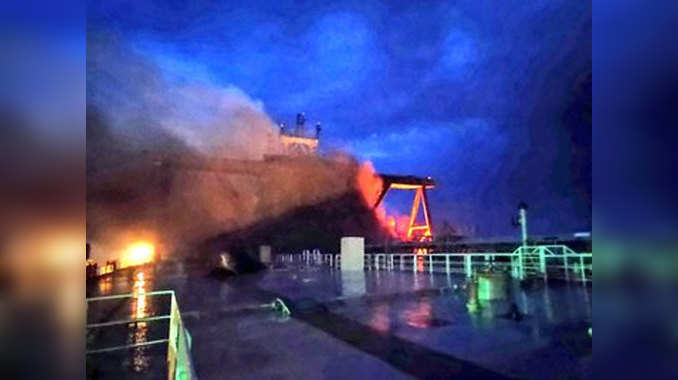Experts join efforts to salvage burning tanker off Sri Lanka
