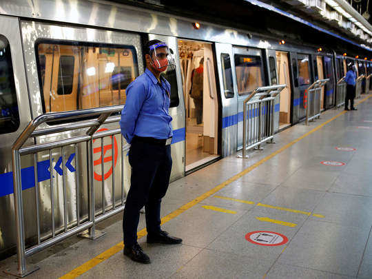 delhi metro monday se shuru ho rahi hai delhi metro servise resume from  monday what is guidelines from dmrc, मेट्रो में सफर करने के लिए क्या क्या  जरूरी होगा