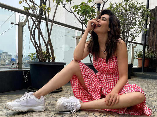 karishma tanna surprises her fans with stylish look and mask accessories