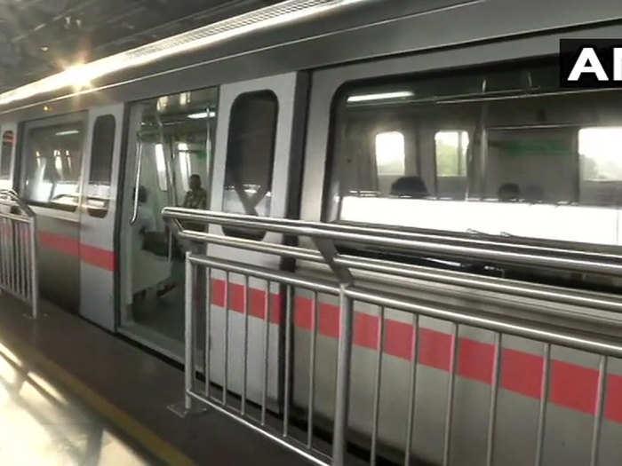 रेड, ग्रीन और वायलेट लाइन पर चलने लगी मेट्रो