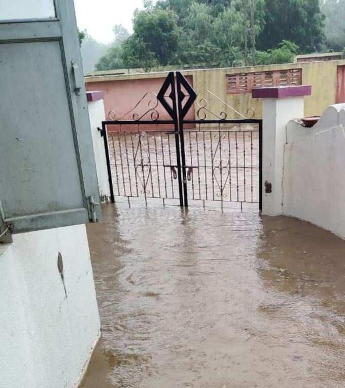 ભુજમાં જામ્યો વરસાદી માહોલ, જળબંબાકાર થયું પ્રમુખ સ્વામી નગર