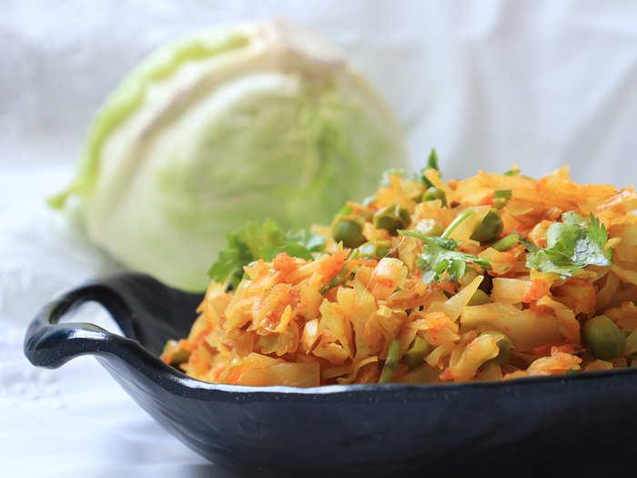 कोबी आणि मटारची चविष्ट भाजी, जाणून घ्या सोपी रेसिपी