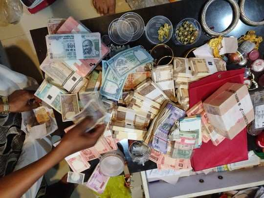lokayukta raids in ujjain at municipal officer house, gold, silver and wealth worth crores disclosed