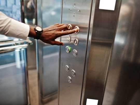 safety measure while using lift
