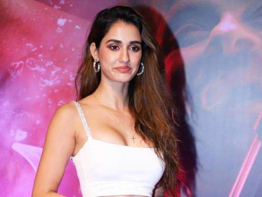 disha patani trolled her bold pink dress for malang promotion