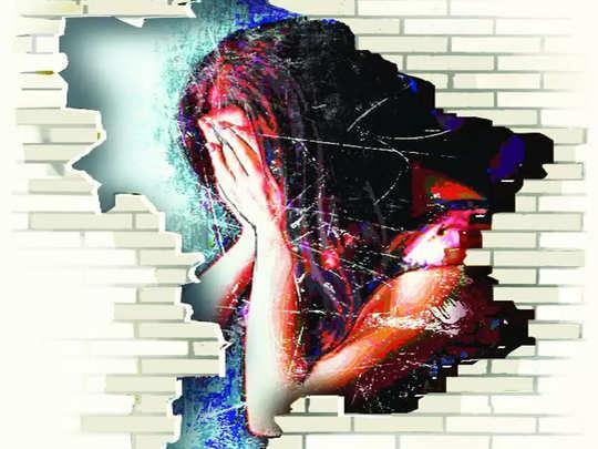 मुंबई: करोनाबाधित अल्पवयीन मुलीचा क्वारंटाइन सेंटरमध्ये विनयभंग