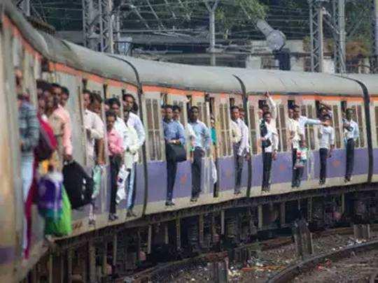 मुंबई: नाइट शिफ्टला चाललेल्या नर्सचा धावत्या ट्रेनमध्ये विनयभंग
