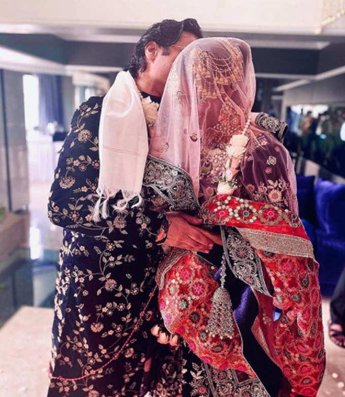 पूनम पांडेय से शादी करके सुर्खियों में हैं सैम बॉम्बे