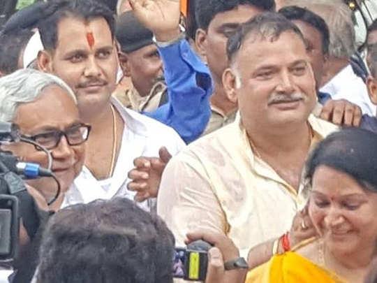 know about bahubali politicen vijay shukla alias munna shukla, he close to nitish kumar