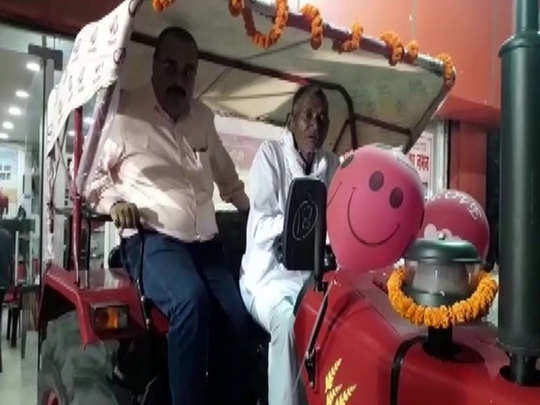 bihar man who carved out 3 km long canal receives tractor as gift by anand mahindra