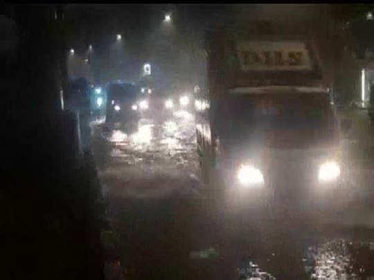 waterlogging and local train cancelled in mumbai heavy rain
