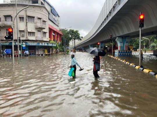 मुंबई में लगातार बारिश (फाइल फोटो)