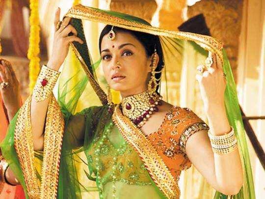 aishwarya rai bachchan wedding looks