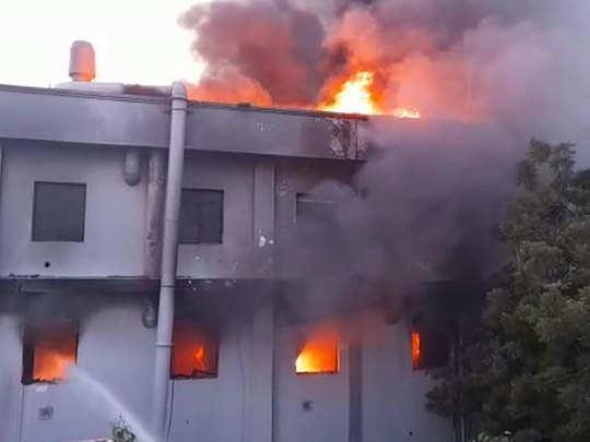 नोएडा स्थित एक कंपनी में लगी भीषण आग