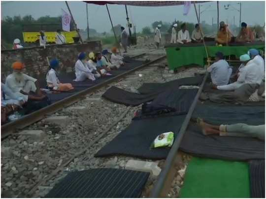punjab farmers agitation: rail roko movement in protest against agricultural bill, farmers sitting on tracks, see photos