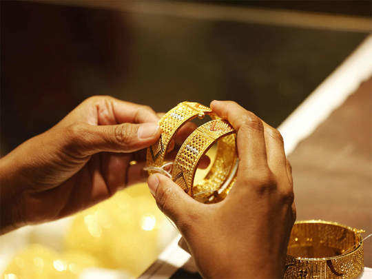 gold rises by rs 324 silver jumps rs 2124