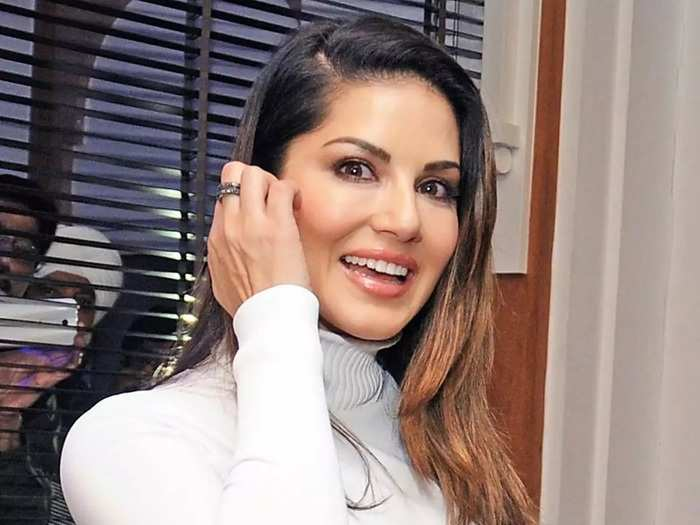 bollywood actress sunny leone was trolled for her stylish gown in Marathi