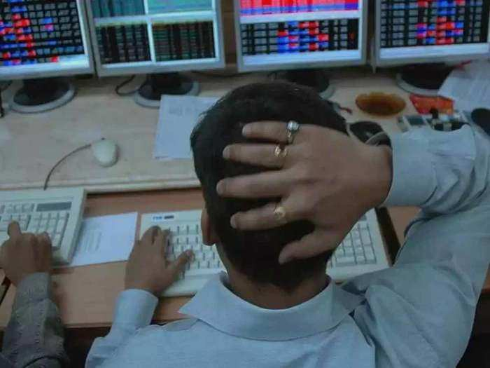 Investors-hand-on-head