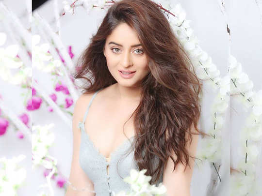 mahhi vij opens up on bollywood camps says she was replaced from films three four times