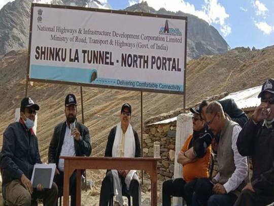 शिंकुला टनल के नोर्थ पोर्टल पर पहुंची टीम