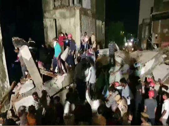 इमारत गिरने से तीन लोगों की मौत