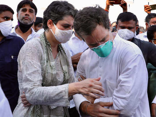 राहुल और प्रियंका पर एफआईआर