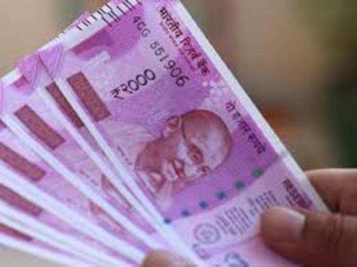 सरकार चार साल पहले नोटबंदी के बाद 2000 रुपये का नोट लाई थी।