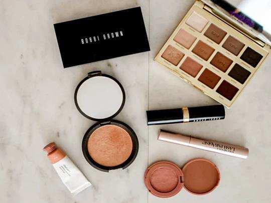 Skin Care : आपकी खूबसूरती में चार चांद लगा देंगे ये Makeup Kits, खरीदें Amazon से