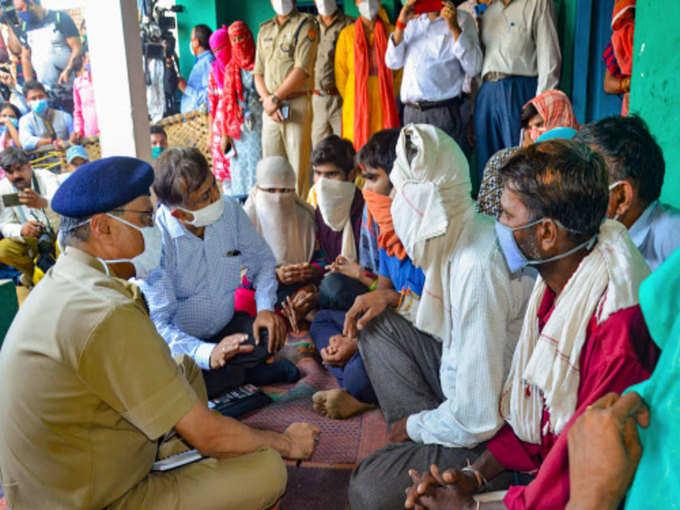 குடும்ப உறுப்பினர்களைச் சந்திக்க லக்னோ அதிகாரிகள் வந்தனர்