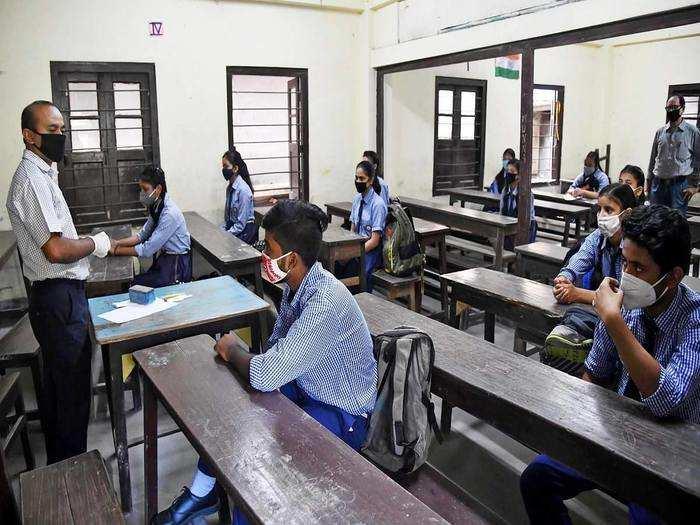 School Reopening Guidelines Hindi Mein: Schools And Coaching Centers Kab  Khulenge - 15 अक्टूबर से स्कूल खोलने की तैयारी शुरू, कम अटेंडेस भी चलेगी,  जानें क्या हैं सरकारी ...