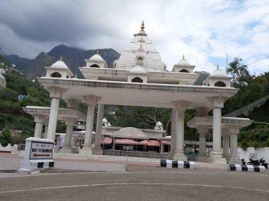 Jammu-Kashmir news: वैष्णो देवी में रोज 7000 भक्त कर सकेंगे दर्शन, लखनपुर में रोक खत्म