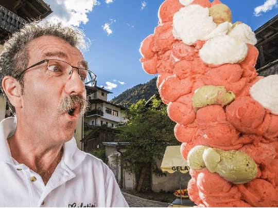 Man puts 125 scoops on an single ice cream cone
