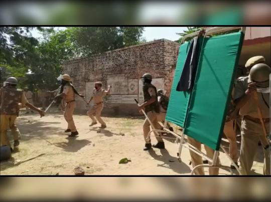 Rajasthan : पुजारी हत्याकांड के बाद चूरू में गर्भवती महिला की मौत पर बवाल, पुलिस ने महिलाओं पर किया लाठीचार्ज, 72 घंटे बाद भी शव का नहीं हुआ अंतिम संस्कार
