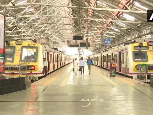 मुंबई में बत्ती गुल, थम गई लोकल ट्रेन सेवा