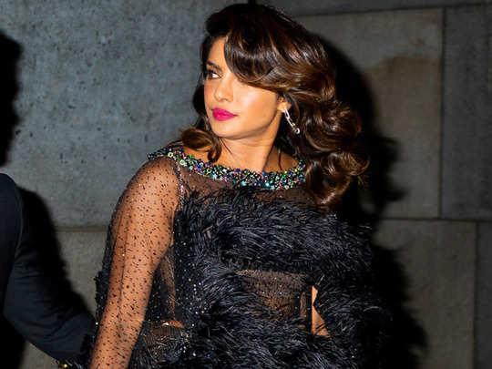 priyanka chopra feather dress people calls her pigeon
