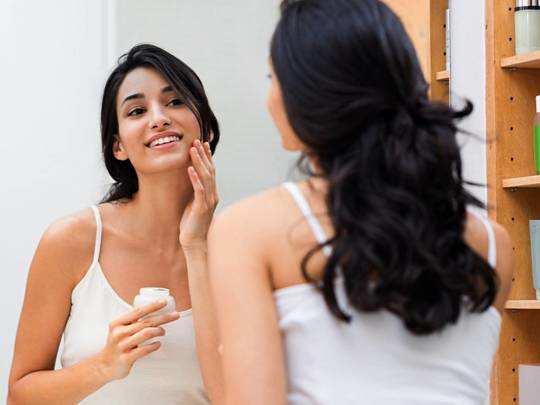 Skin Care Tips : खूबसूरत और दमकती हुई त्वचा पाने के लिए फॉलो करें स्किन केयर प्रोडक्ट्स