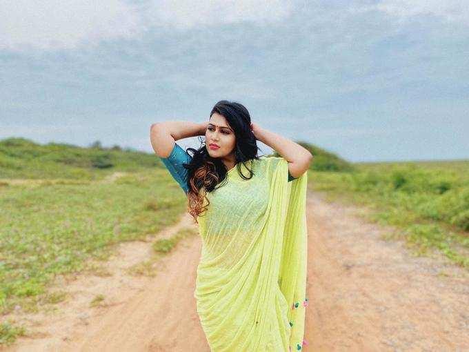 நடிகை டயானா சம்பிகா போட்டோஷூட்