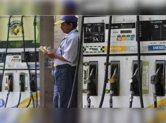 पेट्रोल डीजल के दाम में लगातार 15वें दिन रही शांति (File Photo)