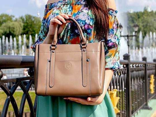 Handbags On Amazon : ऑफिस और मार्केट दोनों के लिए काम आएंगे Womens Handbag, 80% तक मिल रही छूट