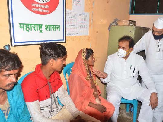 गृहमंत्री अनिल देशमुख यांनी पीडित कुटुंबाला दिला धीर
