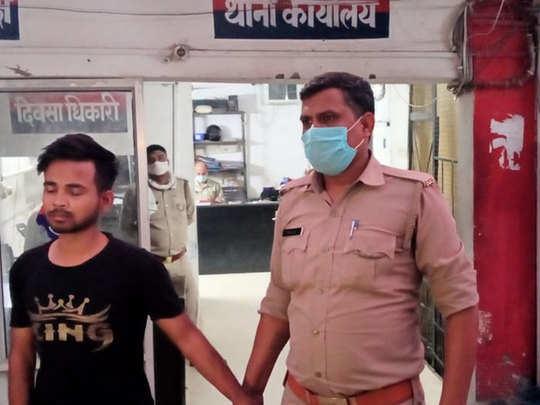 पुलिस गिरफ्त में रेप आरोपी