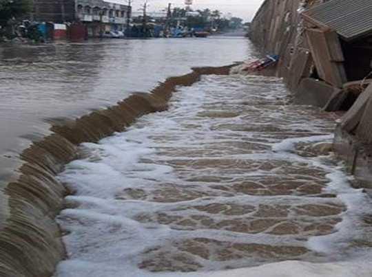 hyderabad rainfalls flood like situation in streets