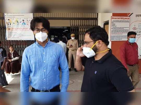 हाथरस कांड की पीड़िता का इलाज करने वाले दो डॉक्टर पद से हटाए गए, एक दिन पहले CBI ने की थी पूछताछ