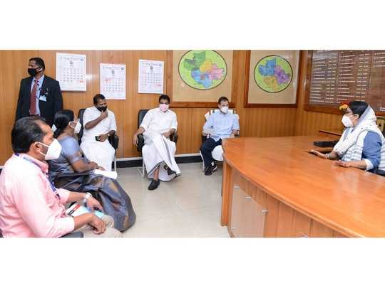 Rahul Gandhi meet Wayanad District Collector