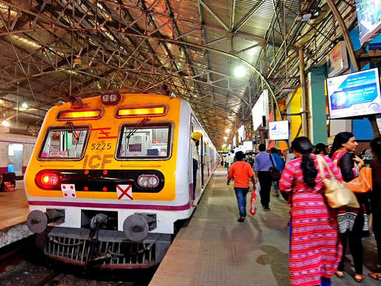 women allowed to do travel in mumbai suburban trains, know what is the timing for travelling