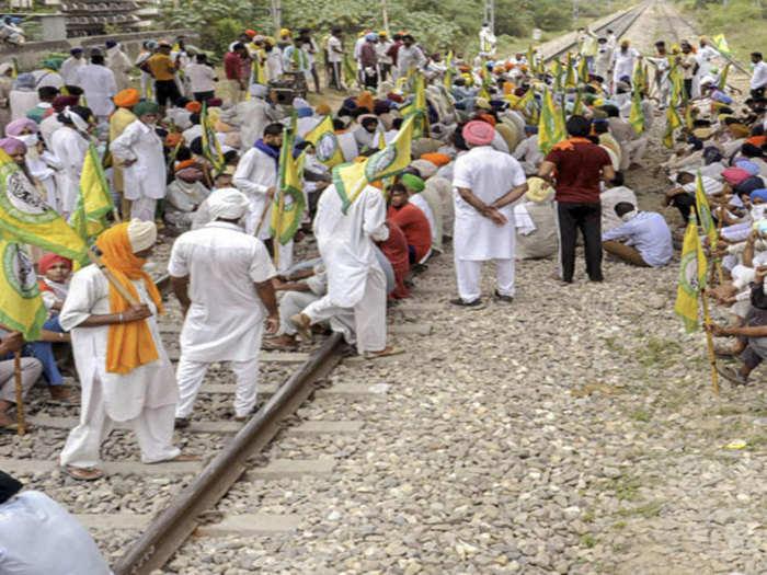 पंजाब हरियाणा में किसानों का आंदोलन