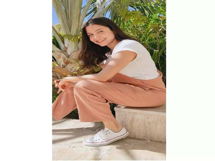 benefits of seating in sunlight during pregnancy and why anushka sharma takes sunbath in pregnancy in marathi